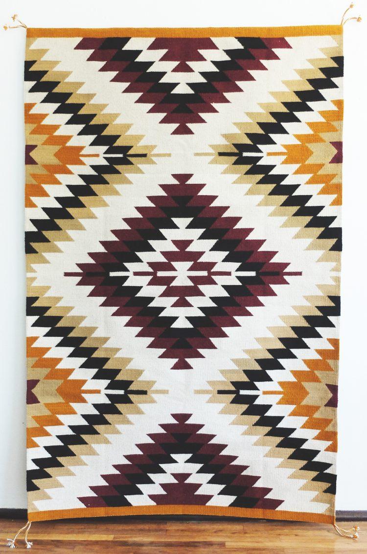 tapis ethnique mexicain bordeaux et moutarde