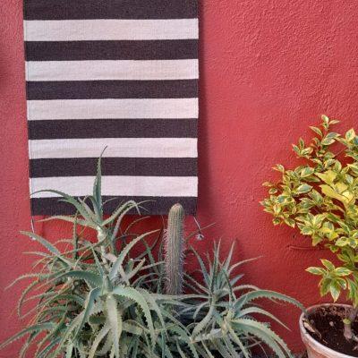 tapis de couloir gris et blanc artisanal mexicain
