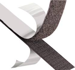 fixer son tapis grâce à une bande 3M